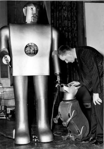 Se exhibe un robot humanoide en la Exposición Universal