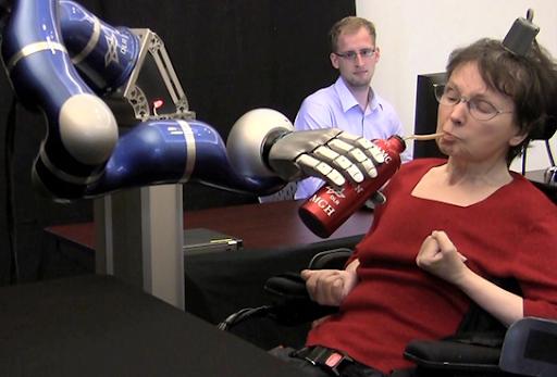 Brazo robótico controlado por la mente