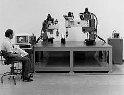 IBM introdujo el robot RS-1 para tareas de montaje
