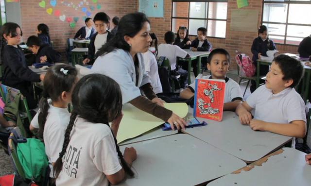 Aumento en las tasas de matriculados en educación básica y media