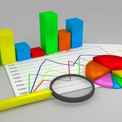 Introducción a la Estadística: Se conoce por lo general como una ciencia que se encarga de datos numéricos ya que a partir de estos datos se llegan a sacar probabilidades. timeline