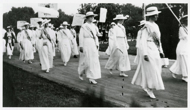 Tennessee becomes the 36th state to ratify the 19th Amendment