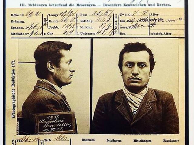 Mussolini viene arrestato