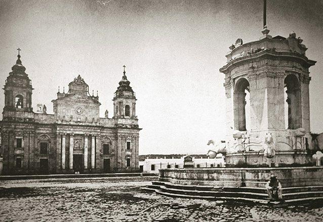 Es colocada la primera piedra de la Catedral