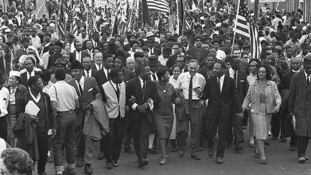 King leads a march of six thousand protesters!