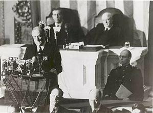 Gli Stati Uniti dichiara guerra al Giappone.