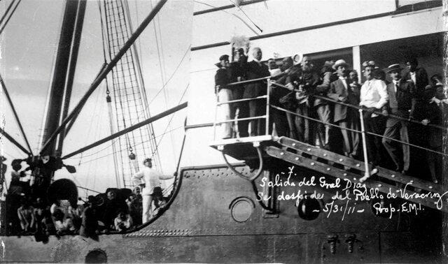 Porfirio Díaz huye del país
