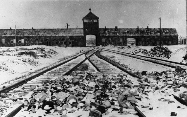 Pierwszy masowy transport do Auschwitz