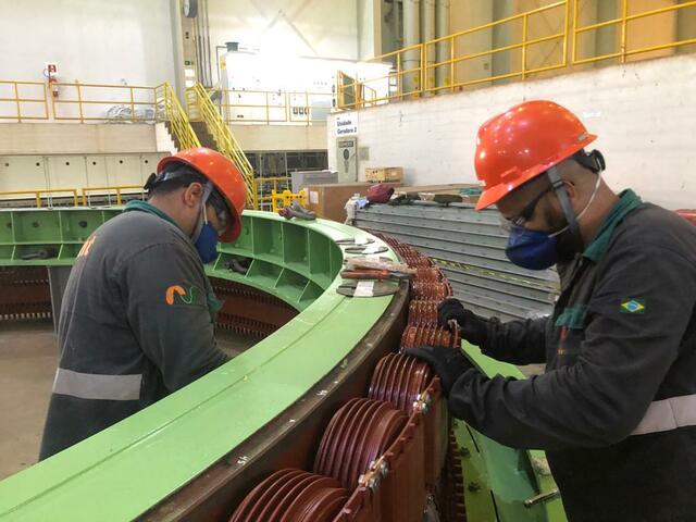 Montagem de 24 polos auxiliares c/ instalação de cordoalhas