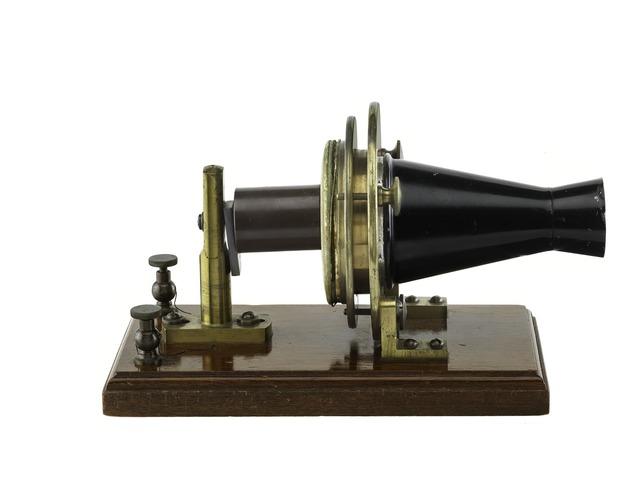 Le premier téléphone
