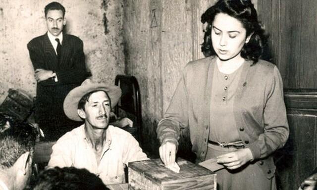 Mujeres mexicanas emiten su voto