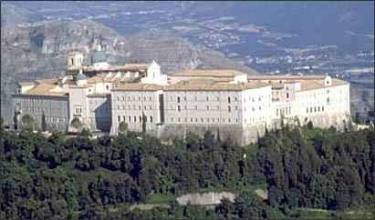 Tomas entra a la abadia de Montecasino