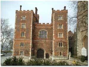 se vuelve paje del Cardenal Jonh Morton en el palacio de Lamberth