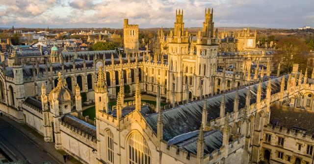 Tomas es nombrado censor y administrador de Oxford