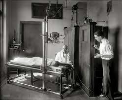 Nacimiento de la radiología, medicina nuclear y estudio de la materia.