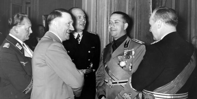 Italia e Germania stipulano il Patto d'Acciaio, un'alleanza militare di difesa e di attacco.