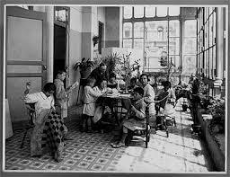 Se funda la Escuela Central para anormales.