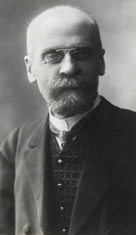 Nace Émile Durkheim