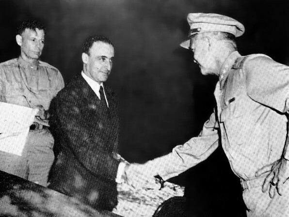 L'Italia firma a Cassibile, in Sicilia, l'armistizio con gli alleati