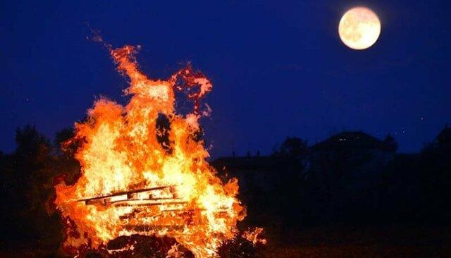 Cesare Pavese pubblica 'La luna e i falò'; pochi giorni dopo si suicida