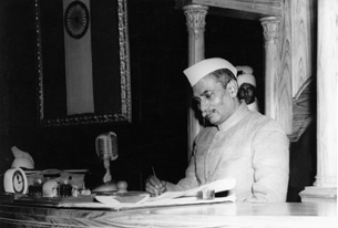 Se concede la primera Constitución a India