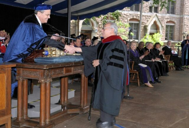 La universidad de Yale otorgó un doctorado honoris causa en Teología