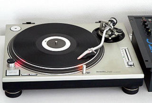 Panasonic SL-600 record player/turntable