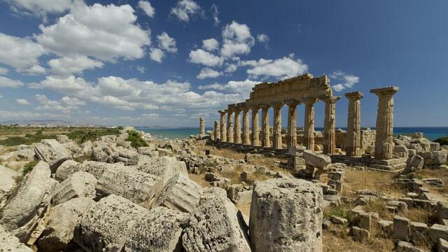 Península Griega En El Período Medieval y Bajo La Dominación Turca