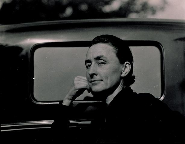 Georgia O'Keeffe (1887-1986). (Esposa de Alfred Stieglitz).