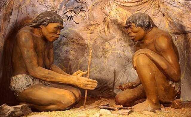Era Prehistórica: fuego, señales de humo, tambores de comunicación.