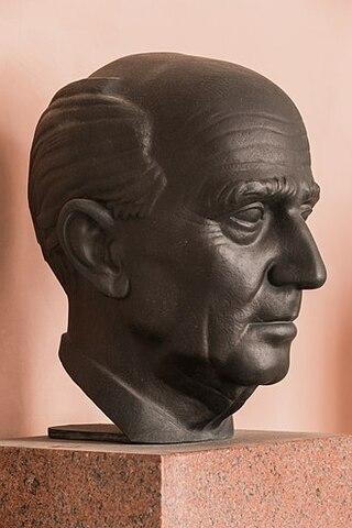 Hans Kelsen y su obra Teoría pura del Derecho