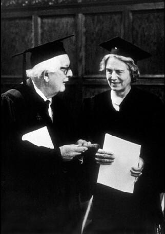 """Recebe o  título de """"doutor honoris causa"""" pela Temple University"""