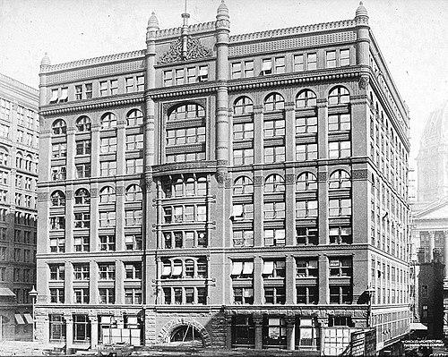 Rookery Building por Burnham and Root. (John Wellborn Root y Daniel Burnham).