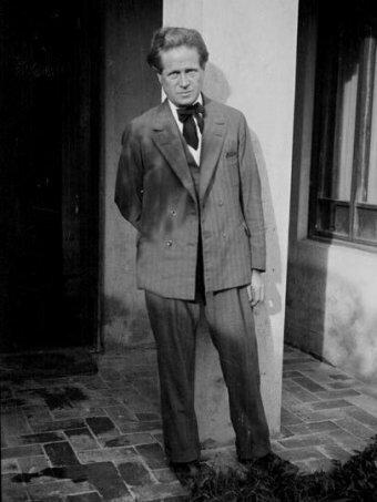 Walter Burley Griffin (1876 - 1937).