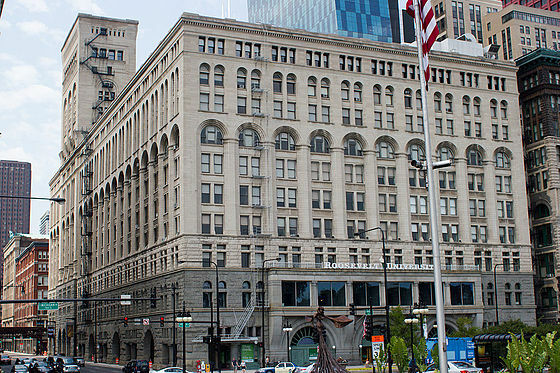 Auditorium Building (Chicago) por Louis Sullivan y Dankmar Adler.