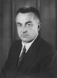 Raymond Hood. (1881-1934).