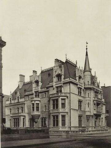 William K. Vanderbilt House por Richard Morris Hunt.