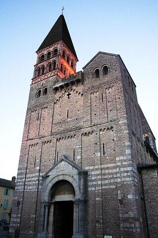 Abadía de San Filiberto de Tournus. Fundador Childeberto I.