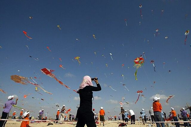 Amir wins the Kite flying contest and Hassan is raped