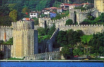 Χτίζεται το φρούριο Ρούμελη