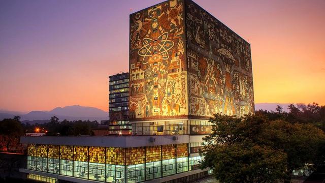 Sierra reconstituye la Universidad Nacional de México