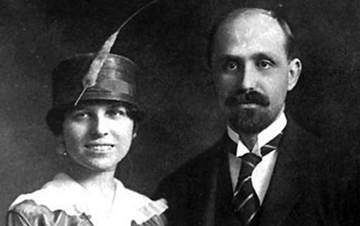 He met Zenobia Camprubí