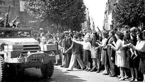 French and US troops liberate Paris