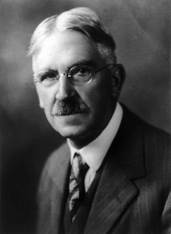 John Dewey (1859 )  filósofo, pedagogo y psicólogo