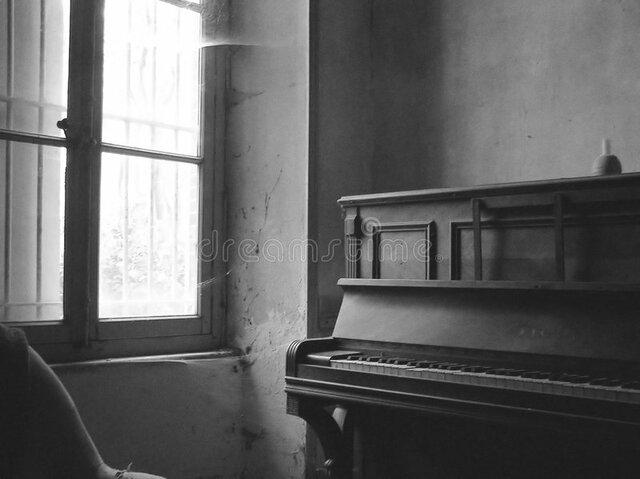 Comença a tocar el piano