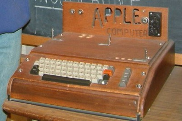 Se crea el primer ordenador Apple