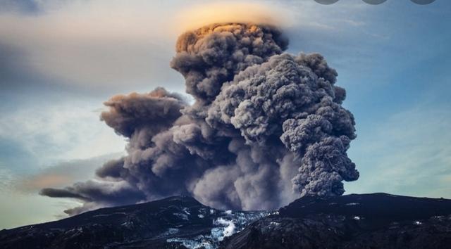 Erupción del volcán de Tera