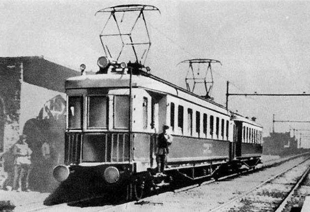 Первые электрические моторовагонные поезда
