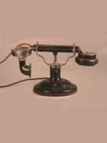 De Veau Desk Set