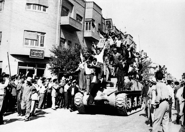 La alianza entre militares y nacionalistas se concreta con el golpe de Estado